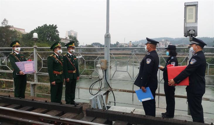 BĐBP Lào Cai: Chúc mừng Năm mới các đơn vị Biên phòng Trung Quốc