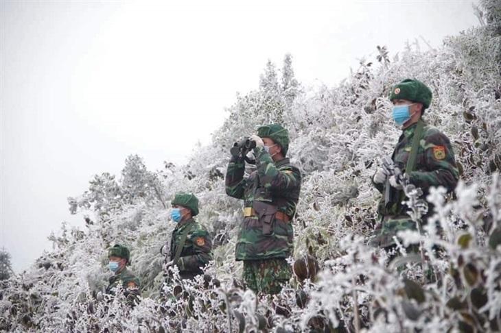 Lính Biên phòng tuần tra giữa trời băng tuyết