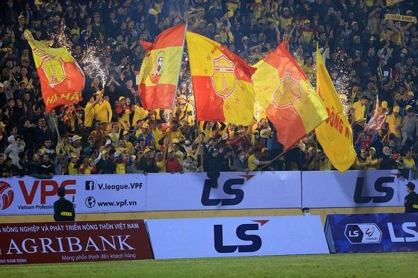 Nam Định thắng đậm ngày khai màn, HLV Kiatisuk muốn cùng Hoàng Anh Gia Lai vô địch