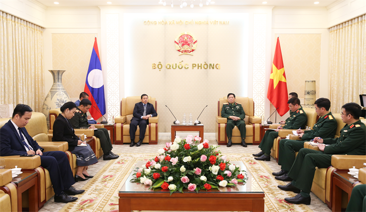 Đại tướng Ngô Xuân Lịch tiếp Đại sứ đặc mệnh toàn quyền nước Cộng hòa Dân chủ Nhân dân Lào tại Việt Nam