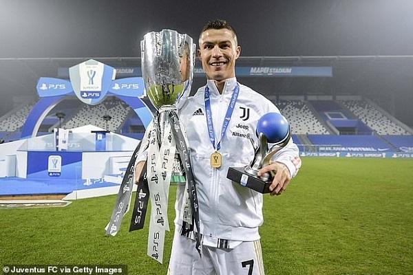 Quỷ đỏ đòi lại vị trí số 1 Premier League, Ronaldo xô đổ kỷ lục