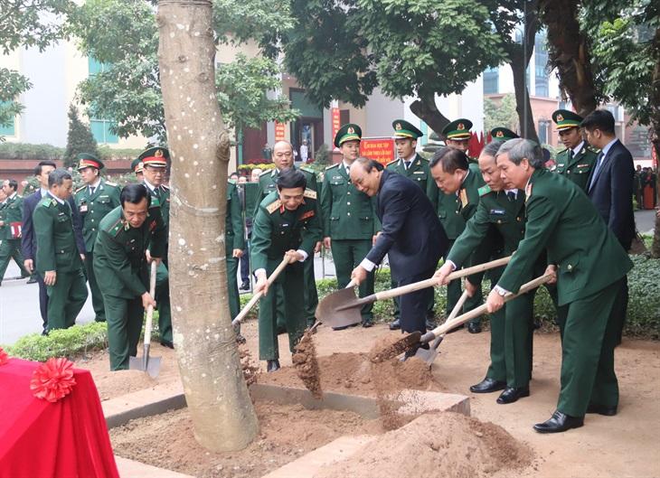 Thủ tướng Nguyễn Xuân Phúc thăm, chúc Tết cán bộ, chiến sĩ BĐBP