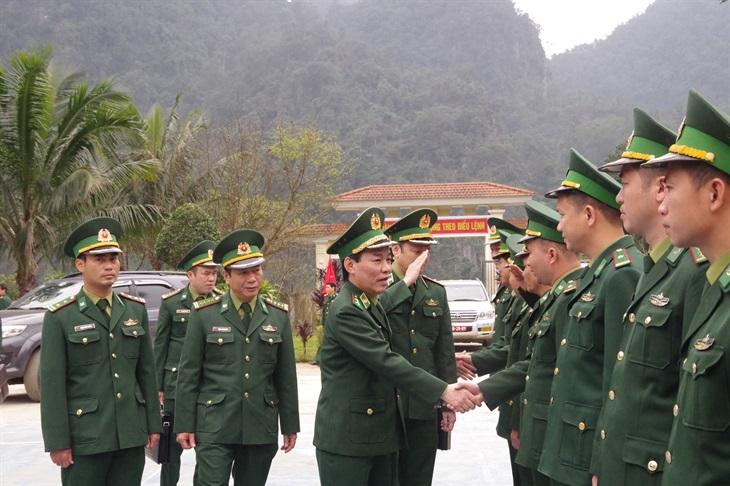 Trung tướng Đỗ Danh Vượng kiểm tra, chúc Tết quân và dân huyện biên giới Minh Hóa
