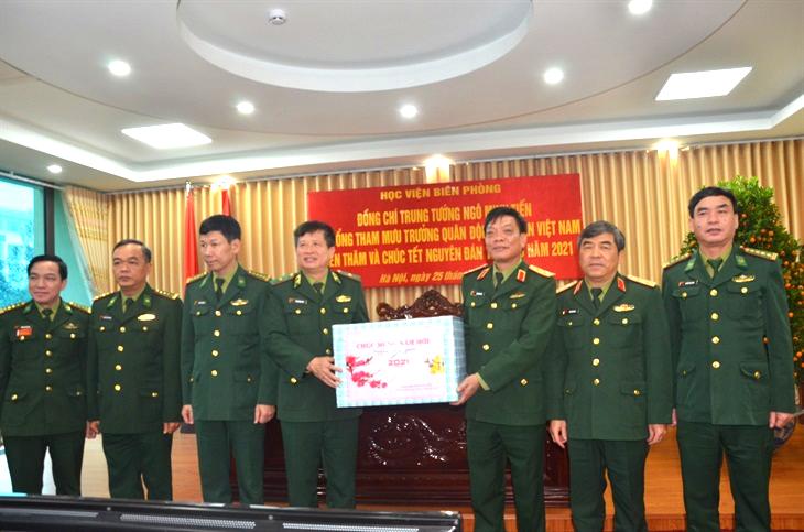 Trung tướng Ngô Minh Tiến thăm, chúc Tết Học viện Biên phòng