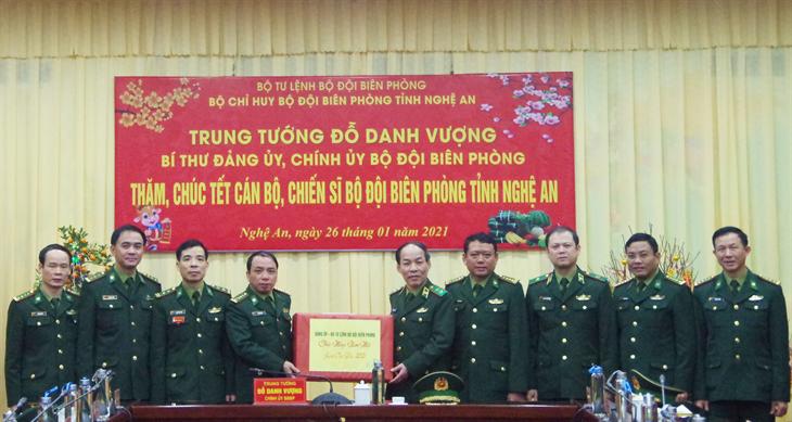 Trung tướng Đỗ Danh Vượng thăm, chúc Tết tại Bộ Tư lệnh Quân khu 4
