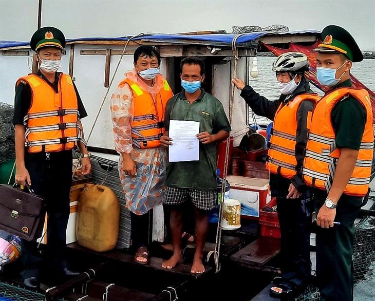 Vận động người dân tháo dỡ lồng bè nuôi trồng thủy sản trái phép