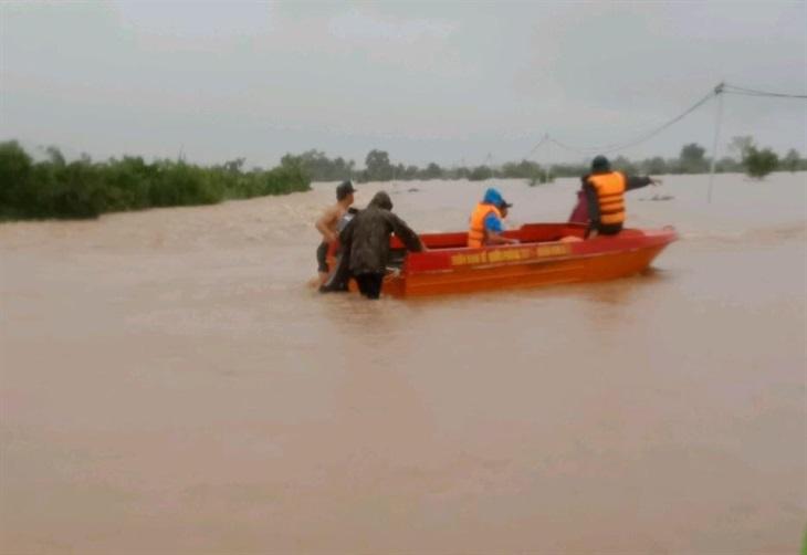 BĐBPĐắk Lắk triển khai lực lượng và phương tiện ứng cứu nhân dân vùng bị ngập lụt