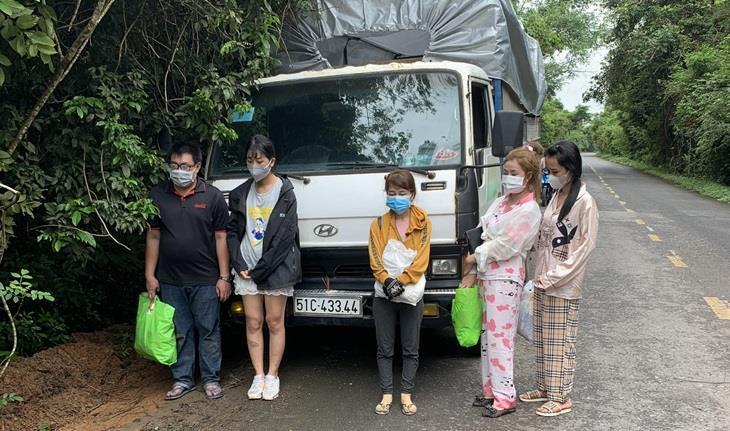 Xử phạt 21 đối tượng xuất cảnh trái phép từ Việt Nam sang Campuchia