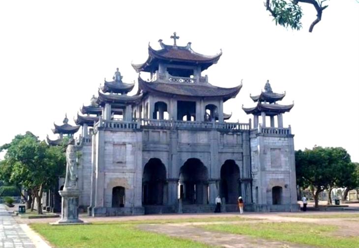 Vẻ đẹp thánh đường đá cổ hơn 100 năm tại Việt Nam