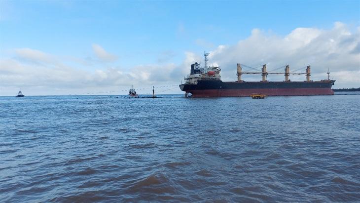 Triển khai cứu nạn tàuGlory Future bị mắc cạn trên biển Cửa Việt
