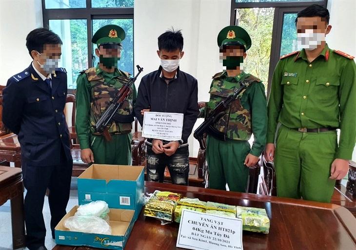 Hà Tĩnh: Bắt đối tượng vận chuyển 4kg ma túy tổng hợp