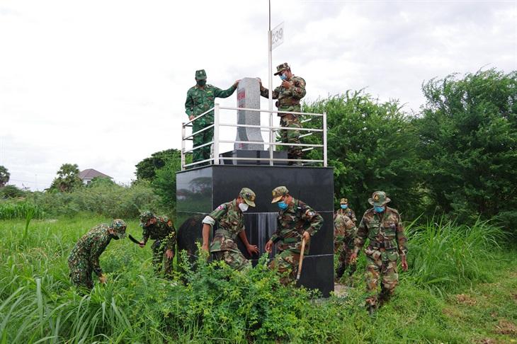 Tăng cường tuần tra song phương phòng, chống dịch bệnh trên biên giới Việt Nam - Campuchia