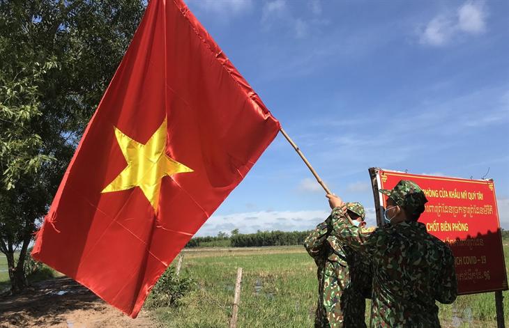 Cuộc chiến kép trên đường biên Tổ quốc