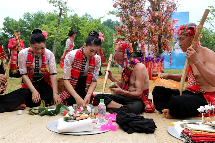 Phong tục mừng Xuân mới đặc sắc của đồng bào các dân tộc nơi biên giới