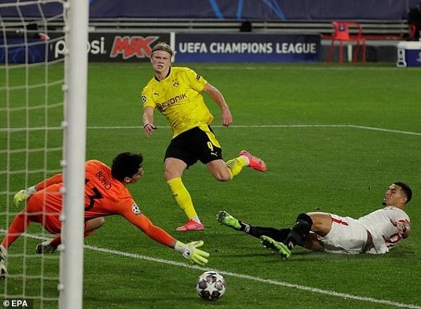 Dortmund và Porto có lợi thế, Man xanh bỏ xa Man đỏ