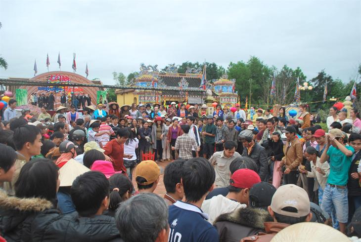 Nhớ lễ hội đình làng Túy Loan