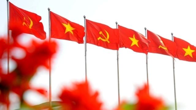 Vững bước dưới cờ Đảng