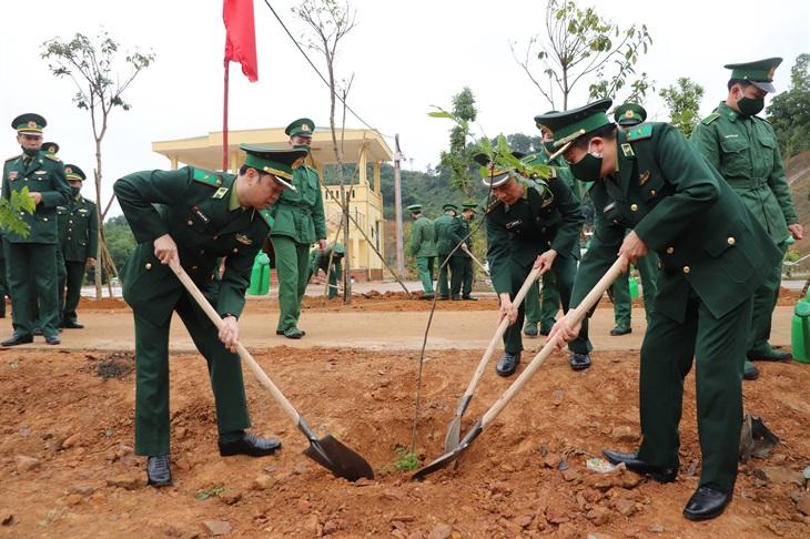 Học viện Biên phòng ra quân hưởng ứng Tết trồng cây đời đời nhớ ơn Bác Hồ