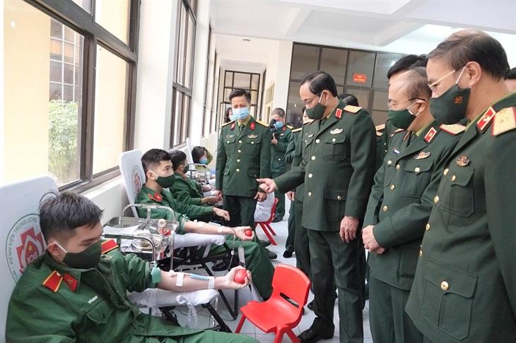 Tuổi trẻ Quân đội tham gia hiến máu tình nguyện