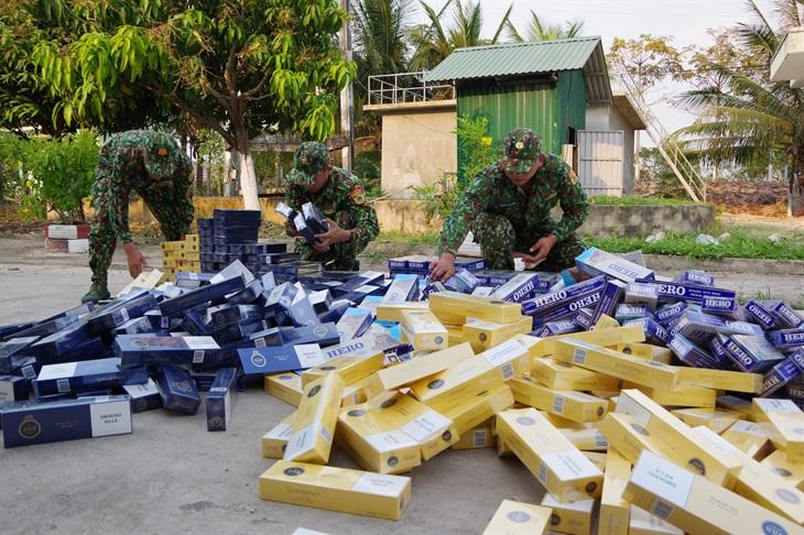 Bắt vụ vận chuyển 5.000 gói thuốc lá lậu