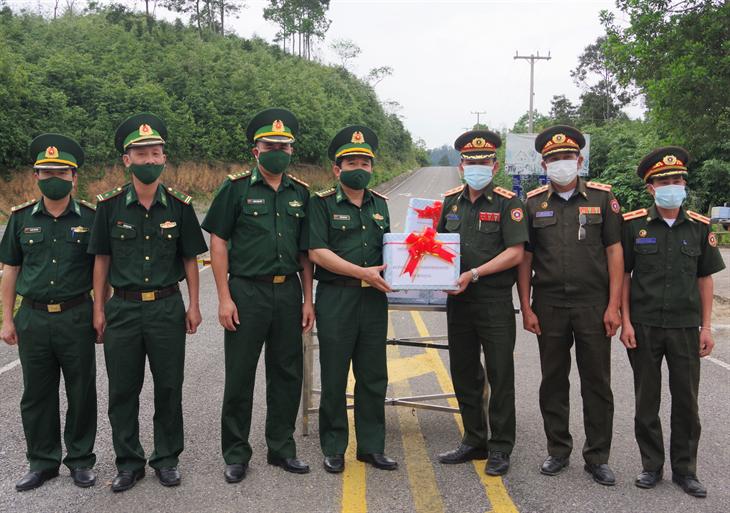 BĐBPNghệ An chúc mừng lực lượng vũ trangLàonhân dịp Tết cổ truyền Bunpimay