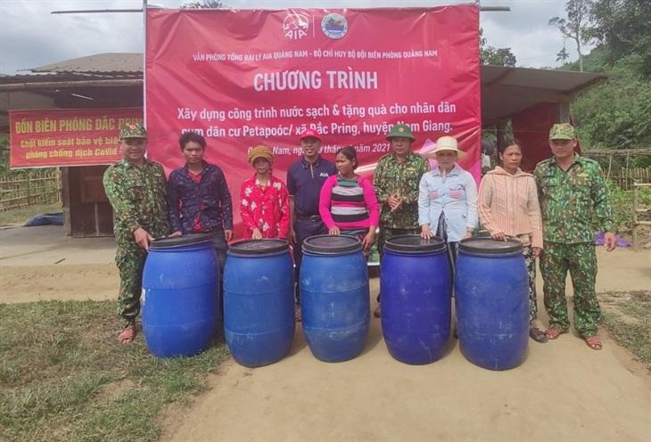 Bàn giao công trình nước sạch cho nhân dân bản Pê ta poóc
