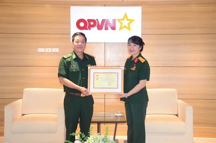 Bộ Tư lệnh BĐBP trao tặng Kỷ niệm chương Vì chủ quyền an ninh biên giới