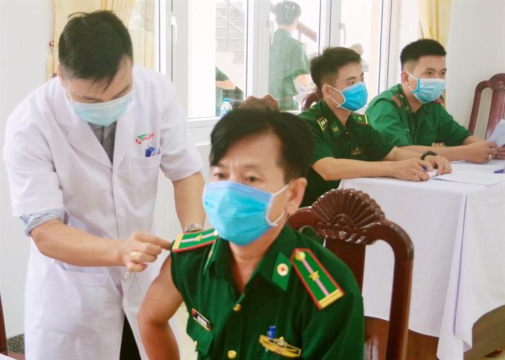 BĐBP Long An: Hoàn thành tiêm vắc xin phòng dịch Covid-19 mũi 1 đợt 1 cho cán bộ, chiến sĩ