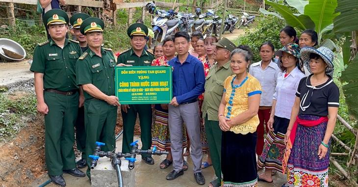Bàn giao công trình nước sạch cho nhân dân bản Tùng Hương