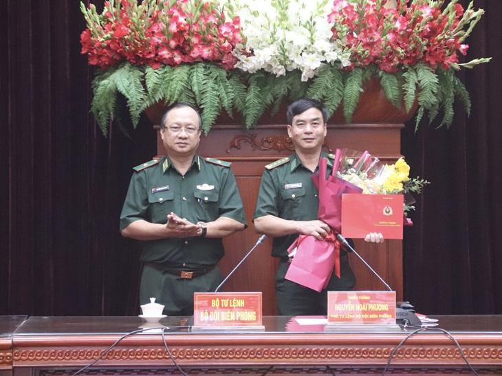 Trao giấy chứng nhận Giảng viên cao cấp cho Đại tá, Phó Giáo sư, Tiến sĩ Nguyễn Thái Sinh