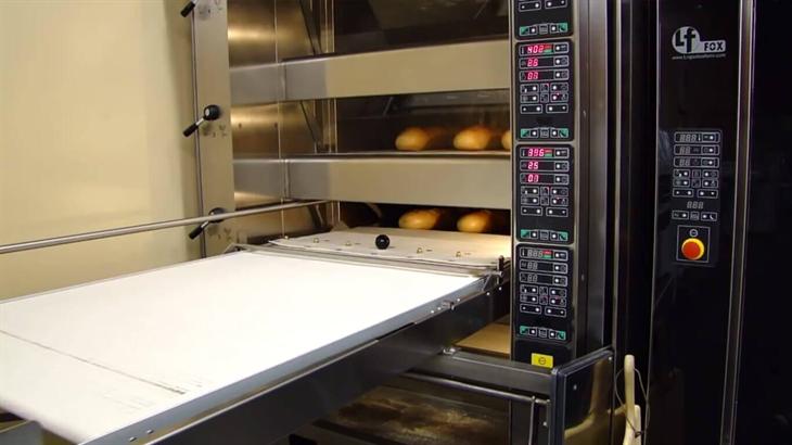 Lò nướng bánh đối lưu hỗ trợ đầu bếp tối đa trong công việc