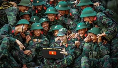 Chế độ nghỉ hưu trước hạn tuổi đối với sĩ quan, quân nhân chuyên nghiệp