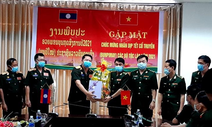 Chúc Tết lực lượng vũ trang nước bạn Lào