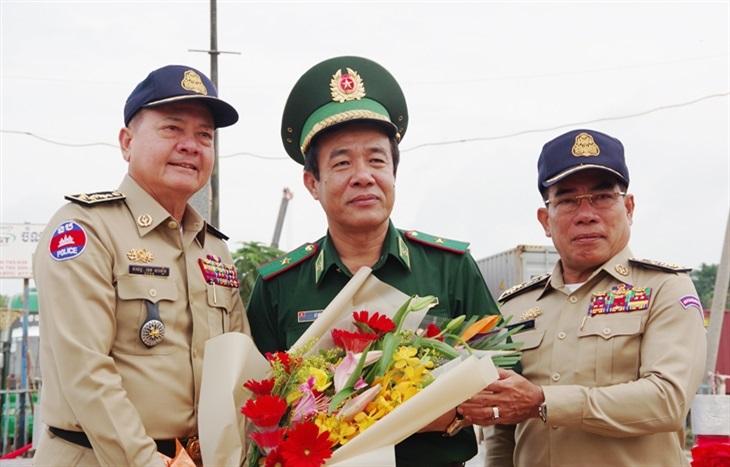 Tổng cục trưởng Tổng cục Di trú Campuchia gửi thư cảm ơn Tư lệnh BĐBP