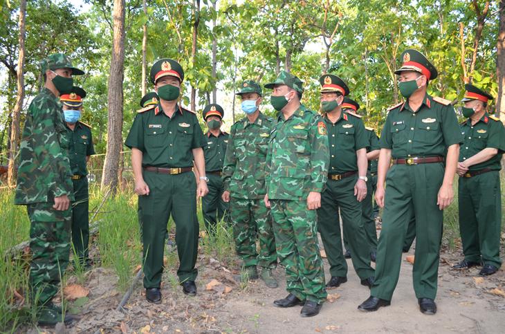 Đoàn công tác Quân khu 5 kiểm tra công tác phòng, chống dịch trên biên giới tỉnh Đắk Lắk