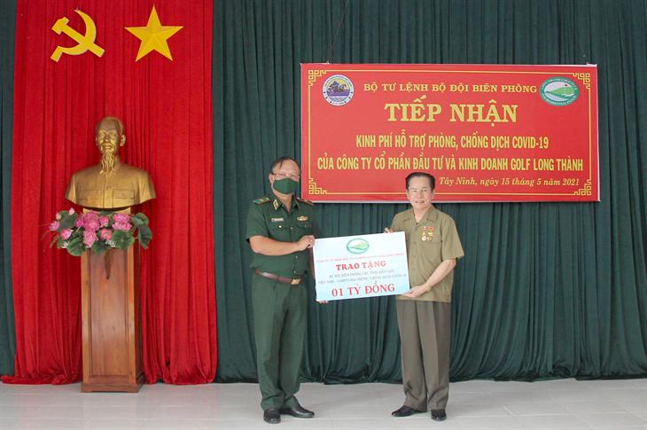 Trao tặng 4 tỉ đồng hỗ trợ BĐBP phục vụ công tác phòng, chống dịch Covid-19