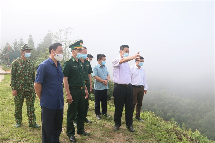 Chủ tịch UBND tỉnh Hà Giang kiểm tra công tác bầu cử tại xã Thàng Tín