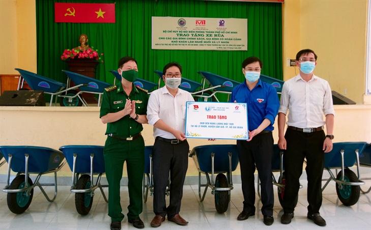 Trao tặng 200 chiếc xe rùa cho người dân xã Lý Nhơn