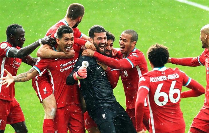 Thủ môn Alisson ghi bàn, Liverpool giành chiến thắng nghẹt thở