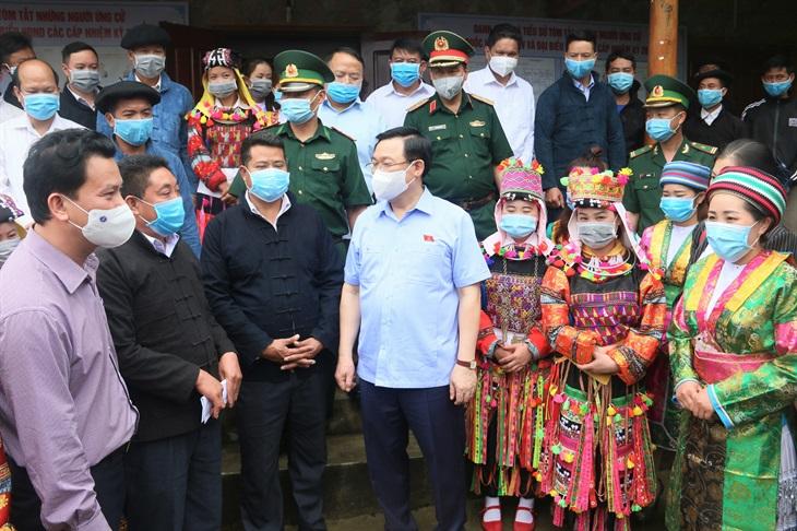 Chủ tịch Quốc hội Vương Đình Huệ kiểm tra công tác chuẩn bị bầu cử tại Hà Giang