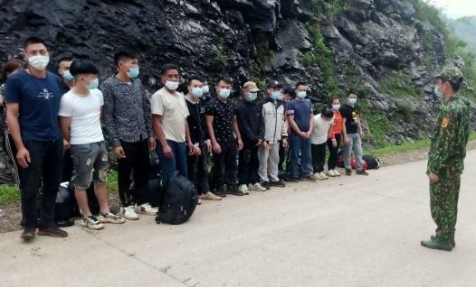 Công dân Việt Nam ồ ạt nhập cảnh trái phép từ Trung Quốc về nước qua biên giới Cao Bằng