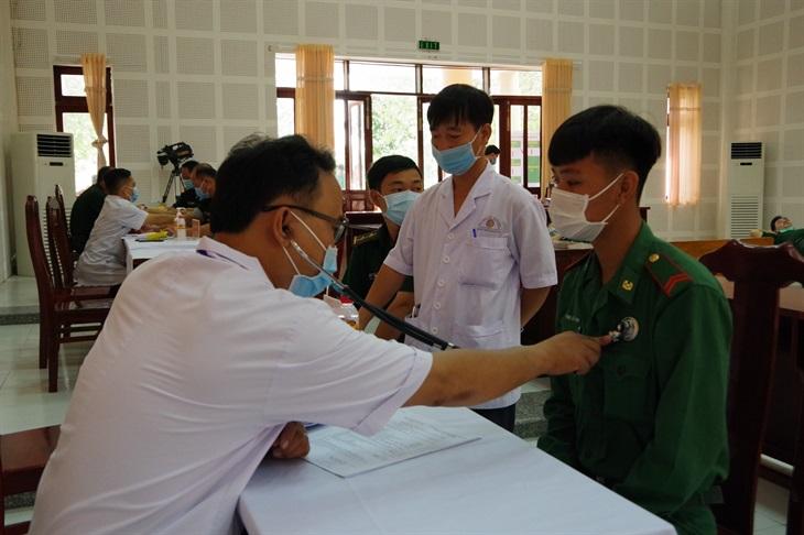 BĐBP Đồng Tháp: Tiêm vaccine phòng dịch Covid-19 mũi 2 cho cán bộ, chiến sĩ