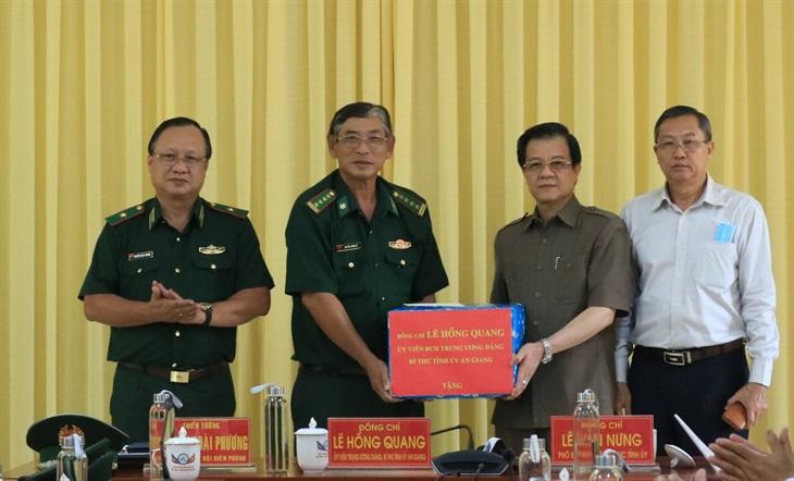 Bí thư Tỉnh ủy An Giang kiểm tra công tác phòng, chống dịch Covid-19 trên biên giới