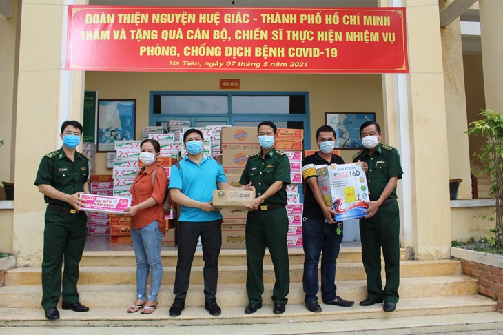 BĐBP Kiên Giang: Tiếp nhận quà tặng cán bộ, chiến sĩ thực hiện nhiệm vụ phòng, chống dịch bệnh Covid-19