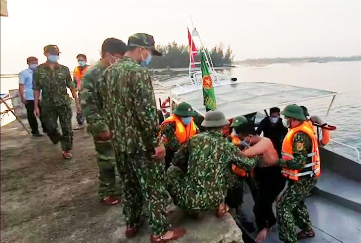 Tàu cá bị tàu hàng đâm chìm, 3 ngư dân được cứu vớt kịp thời