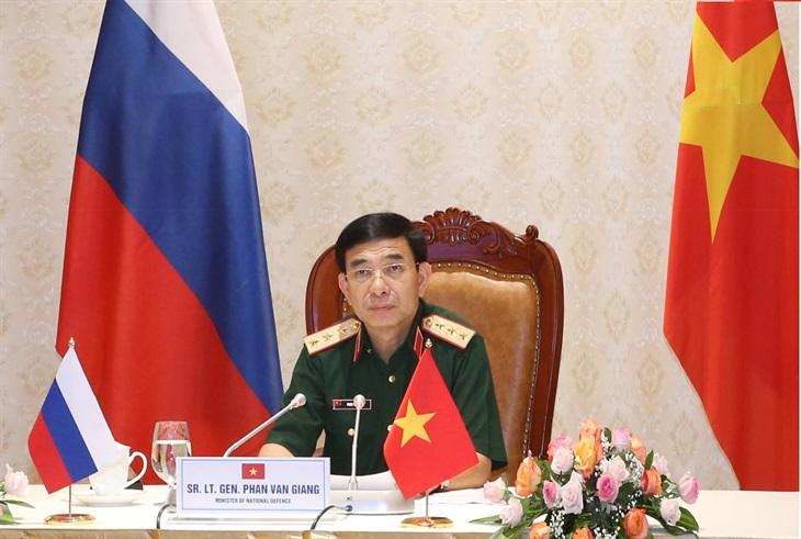 Thượng tướng Phan Văn Giang điện đàm với Bộ trưởng Bộ Quốc phòng Liên bang Nga