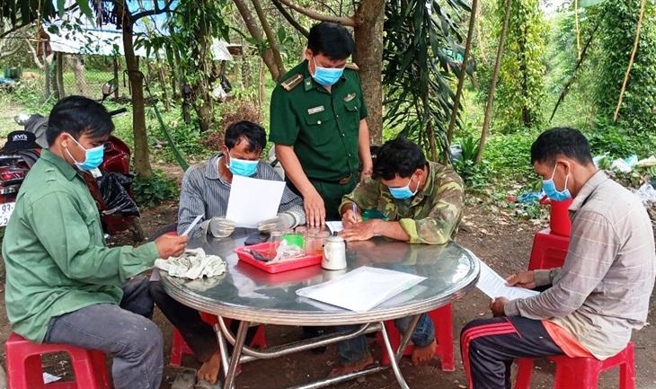 Gần 400 hộ đồng bào dân tộc thiểu số xã Phước Thiện cam kết không xuất, nhập cảnh trái phép