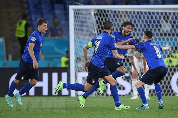 Italy trở thành đội đầu tiên vượt qua vòng bảng sau trận thắng Thụy Sĩ