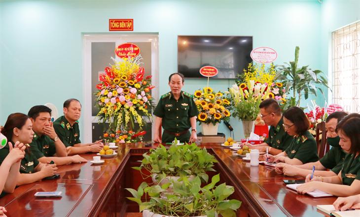 Trung tướng Đỗ Danh Vượng chúc mừng đội ngũ những người làm báo Biên phòng nhân Ngày Báo chí Cách mạng Việt Nam
