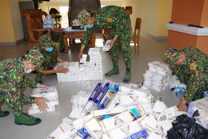 BĐBP Đồng Tháp phát hiện 6 vụ buôn lậu trong đêm, thu giữ 4.580 gói thuốc lá ngoại nhập lậu